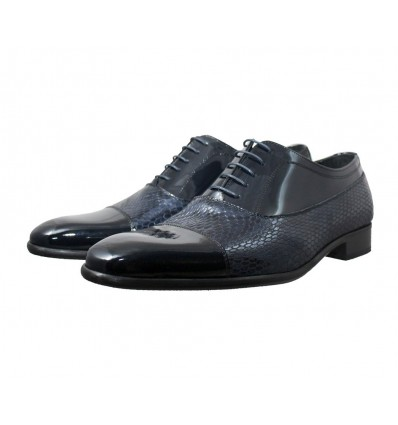 Zapato clásico en piel charol combinado con piel de serpiente