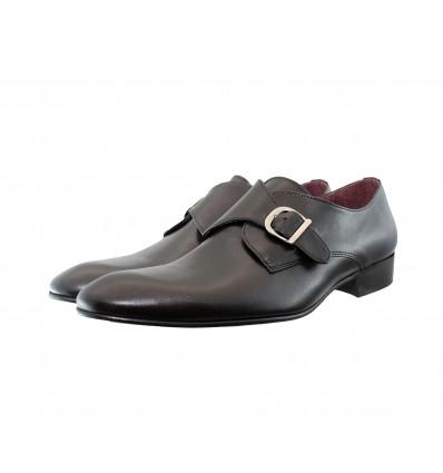 Zapato hebilla negro.