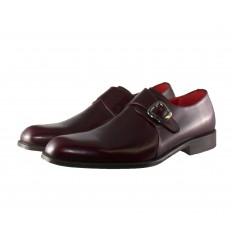 Zapato con puntera con hebilla y tapete