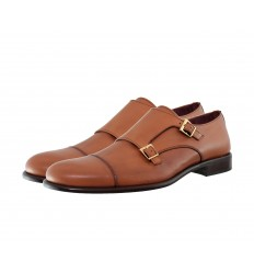 Zapato con puntera con hebillas y tapete